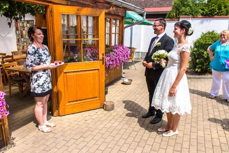 Svatby - White green wedding