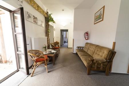 1 - Hotel Černice - ubytování: - Vnitřní a venkovní prostory společné prostory