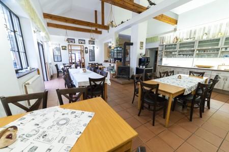 17 - Hotel Černice - ubytování: - Vnitřní a venkovní prostory společné prostory