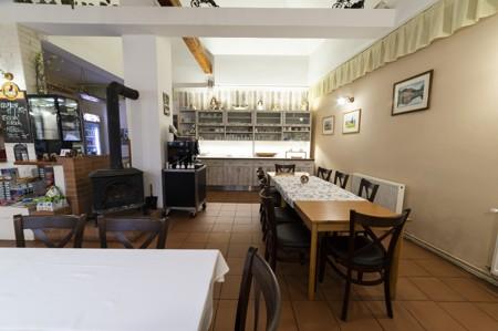 18 - Hotel Černice - ubytování: - Vnitřní a venkovní prostory společné prostory