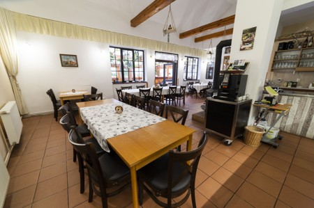 21 - Hotel Černice - ubytování: - Vnitřní a venkovní prostory společné prostory
