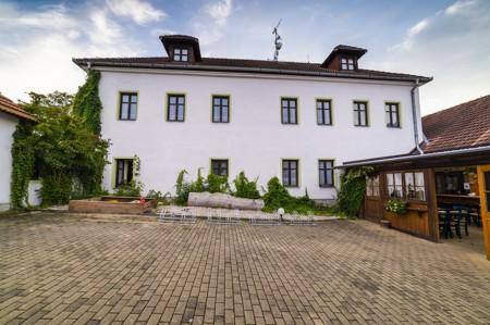 23 - Hotel Černice - ubytování: - Vnitřní a venkovní prostory společné prostory