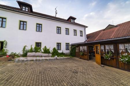 24 - Hotel Černice - ubytování: - Vnitřní a venkovní prostory společné prostory