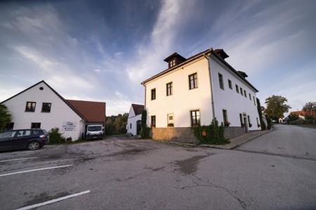 30 - Hotel Černice - ubytování: - Vnitřní a venkovní prostory společné prostory