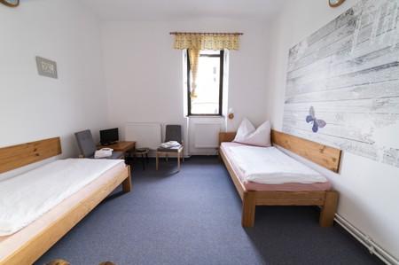 40 - Hotel Černice - ubytování: - Dvojlůžkový pokoj (postele 1 + 1), 1. patro