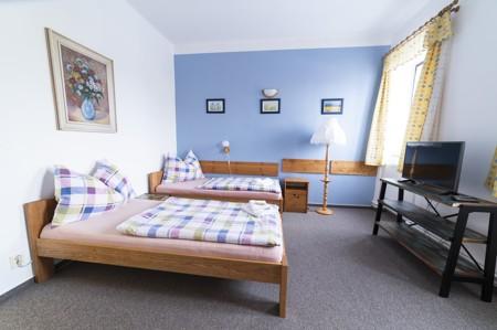 53 - Hotel Černice - ubytování: - Třílůžkový pokoj (postele 2 + 1), 1. patro