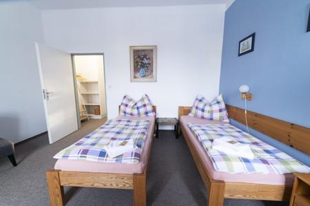 54 - Hotel Černice - ubytování: - Třílůžkový pokoj (postele 2 + 1), 1. patro