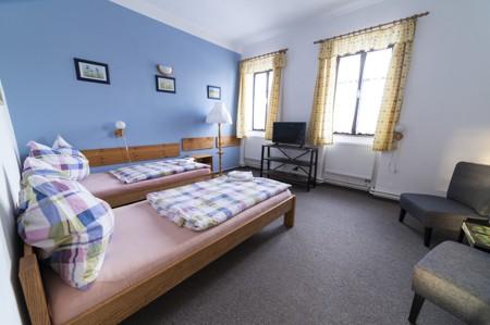 55 - Hotel Černice - ubytování: - Třílůžkový pokoj (postele 2 + 1), 1. patro