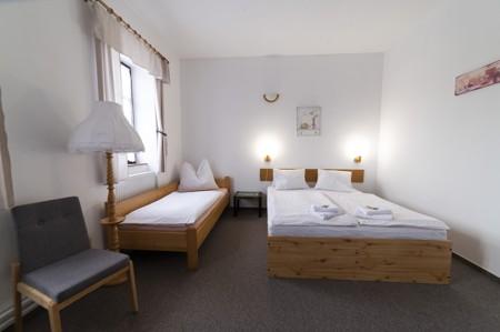 60 - Hotel Černice - ubytování: - Pokoj s hernou (poslele 2 + 1 + 4 v herně), 1. patro
