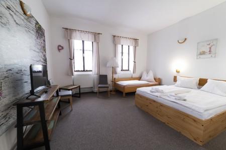 61 - Hotel Černice - ubytování: - Pokoj s hernou (poslele 2 + 1 + 4 v herně), 1. patro