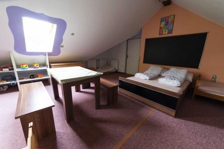 67 - Hotel Černice - ubytování: - Pokoj s hernou (poslele 2 + 1 + 4 v herně), 1. patro